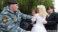 Moskauer Polizei löst Schwulen-Demo gewaltsam auf