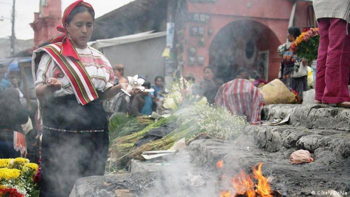 Ceremonias indígenas en Guatemala: la mujer como sacerdotisa. (Foto: Cibely Dohle).