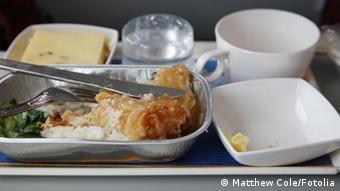 شماری از خطوط هوایی سرویسی را به مشتریان ارائه میدهند که ۴۸ ساعت پیش از پرواز میتوانند منوی غذای خود را از طریق اینترنت یا تلفنی سفارش دهند
