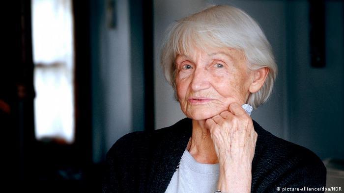 Deutschland DDR Margot Honecker im Gespräch mit NDR