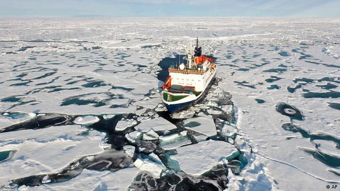 An aerial view of the research ship 'Polarstern' (North Star) sailing on the Arctic Ocean at the North Pole. (Photo: dpa)