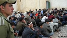 سفیر جمهوری اسلامی در افغانستان تهدید کرده است که ایران در صورت تایید موافقتنامه استراتژیک از سوی پارلمان افغانستان، مهاجران افغان را اخراج خواهد کرد.