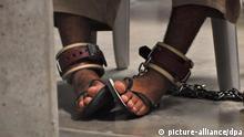 Symbolbild Haft Folter