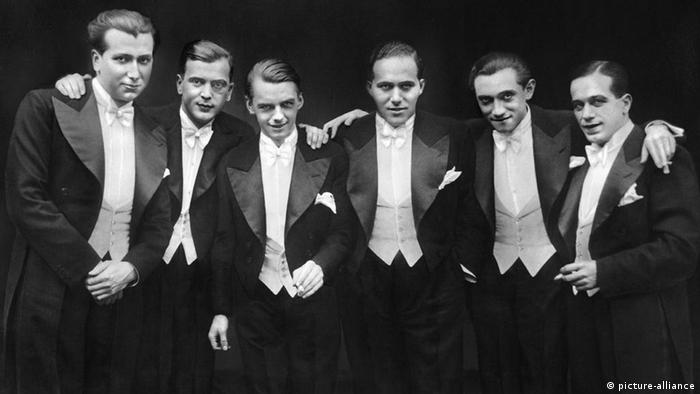 Die Comedian Harmonists (1929), v. li.: Robert Biberti, Erich A. Collin, Erwin Bootz, Roman Cycowski, Harry Frommermann, Ari Leschnikoff Foto. picture-alliance