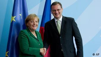 Deutschland Tschechien Petr Necas bei Angela Merkel in Berlin Archivbild