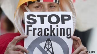 Протест против добычи сланцевого газа в Румынии