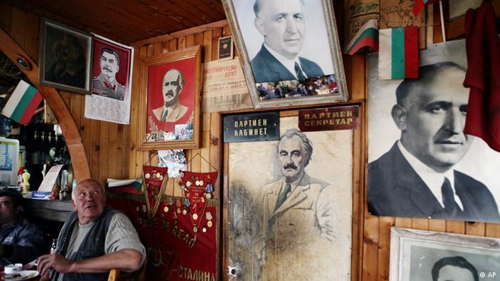 Портрети с ликовете на Сталин, Тодор Живков и Георги Димитров