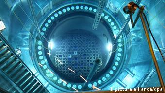 Топливные элементы в атомном реакторе (фото из архива)