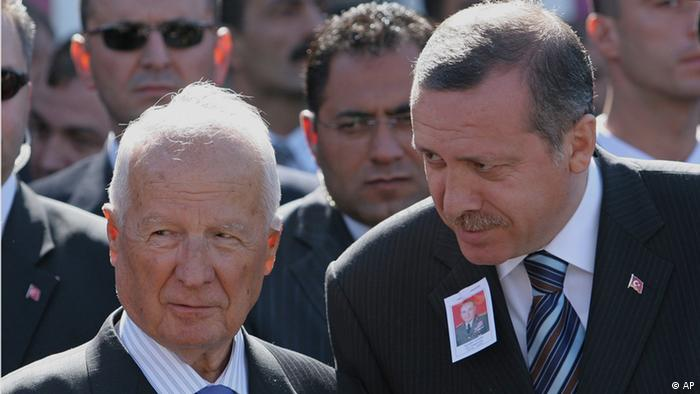 Президент Туреччини Реджеп Таїп Ердоган (праворуч) і Кенан Еврен, жовтень 2005 року. Ердоган на той час - прем'єр Туреччини