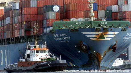Deutschland Hamburg Elbevertiefung Containerschiff