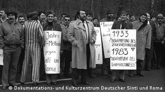 Demonstration von Sinti und Roma gegen die polizeiliche Erfassung der Minderheit (Foto: Dokumentations- und Kulturzentrum Deutscher Sinti und Roma)