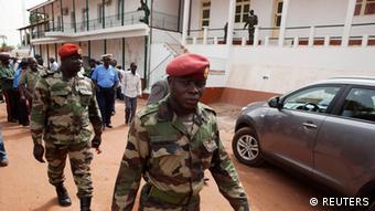 Militares teriam ficado preocupados com missão militar angolana no país, segundo analista