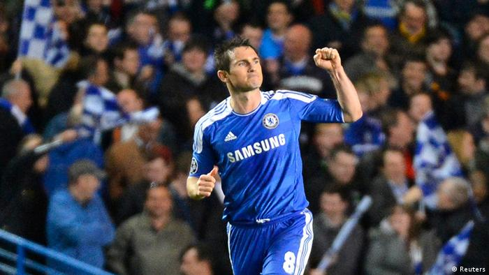 Chelsea's Frank Lampard celebrates after scoring from the penalty box against Benfica during their Champions League quarter-final second leg match at Stamford Bridge stadium in London April 4, 2012. REUTERS/Toby Melville (BRITAIN - Tags: SPORT SOCCER)