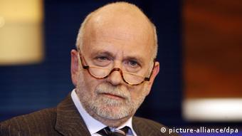 Ο Γιούργκεν Ροτ έχει γράψει πολλά βιβλία για υποθέσεις διαφθοράς
