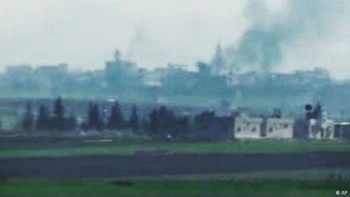 This image made from amateur video and released by Shaam News Network Monday, April 2, 2012, purports to show smoke rising from buildings in Idlib, Syria. The Syrian government has sent troops backed by tanks into rebellious areas, hunting down activists and torching their homes and bulldozing others, opposition groups said. (Foto:Shaam News Network via APTN/AP/dapd) THE ASSOCIATED PRESS CANNOT INDEPENDENTLY VERIFY THE CONTENT, DATE, LOCATION OR AUTHENTICITY OF THIS MATERIAL. TV OUT