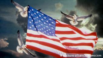 Голуби несут американский флаг