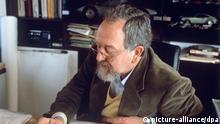 فردیناند الکساندر پورشه سال ۱۹۹۹ به پاس خدمات شغلیاش لقب پروفسور دریافت کرد