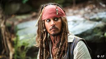 Johnny Depp portrays Captain Jack Sparrow (Foto:Disney, Peter Mountain/AP/dapd).