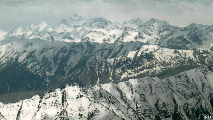 An aerial view of mountains is seen around Kargil, India, Saturday, June 11, 2005. The Indian Prime Minister Manmohan Singh is on a three-day visit to the remote Ladakh district in northwest Kashmir that began Friday to inaugurate two-power projects and to interact with Indian soldiers at Siachen, the world's highest battlefield. (ddp images/AP Photo/Sebastian John)
