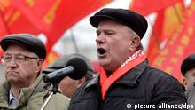 epa03174282 Leader of the Russian Communist Party Gennady Zyuganov speaks during a rally in in Moscow, Russia, 07 April 2012. Communists protest against the policies of Russian Prime Minister and president-elect Vladimir Putin, and to demand fair elections. EPA/YURI KOCHETKOV +++(c) dpa - Bildfunk+++