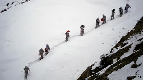 ARCHIV Siachen Gletscher Pakistan 130 Soldaten von Lawine verschüttet pakistanischer Armeehelikopter