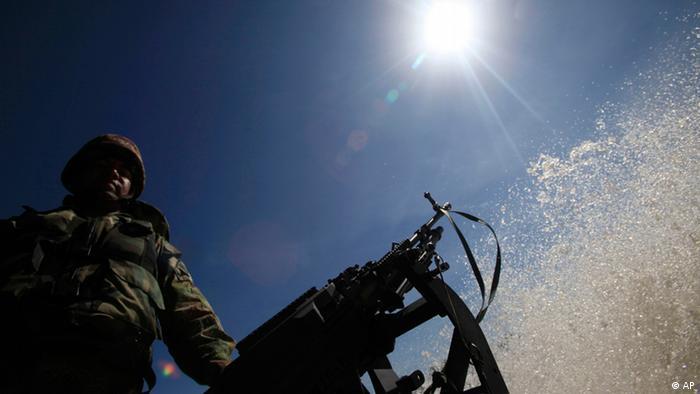 Soldat Kolumbien Waffe (AP)
