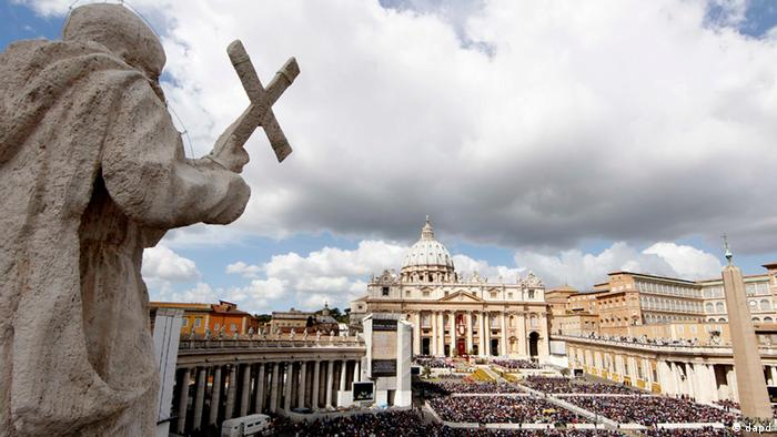 A view from above of St Peters Square filled with pilgrims