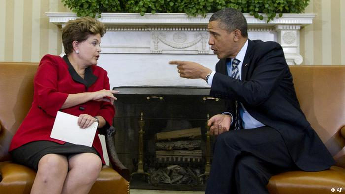President Barack Obama meets Brazil's President Dilma Rousseff , Monday, April 9, 2012, in the Oval Office of the White House in Washington. (Foto:Carolyn Kaster/AP/dapd)