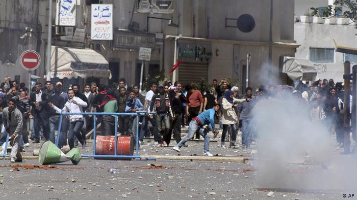 پلیس تونس هفته گذشته چند بار با توسل خشونت گردهمآیی معترضان را متفرق کرد