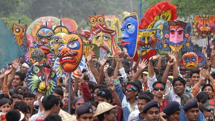 Bangladeshis participate in a procession to welcome the Bengali New Year in Dhaka, Bangladesh, Saturday, April 14, 2007. Bangladeshis are celebrating Pahela Baishakh, the first day of the Bengali New Year Saturday. (AP Photo/Pavel Rahman)