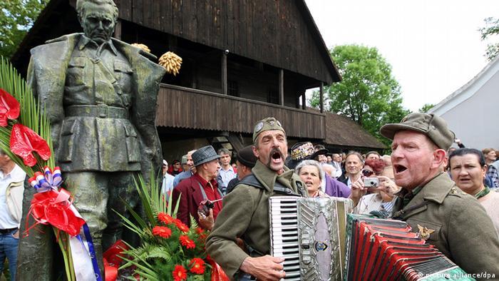 Poklonici Tita u Kumrovcu