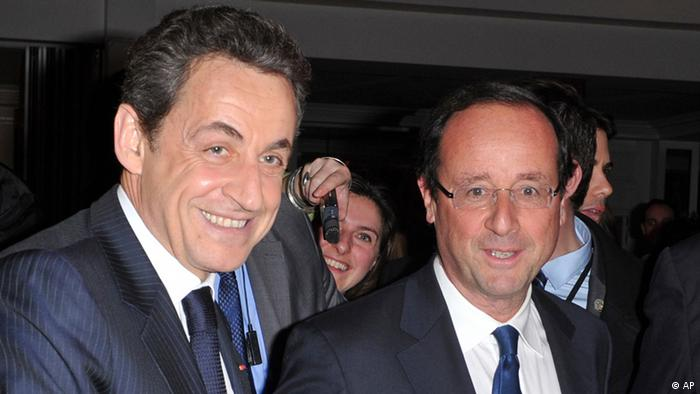 RETRANSMISSION FOR ALTERNATE CROP OF REB102. In this photo of Wednesday, Feb. 8, 2012 France's President, Nicolas Sarkozy, left, shakes hands with Socialist Party candidate for the 2012 presidential elections Francois Hollande, at a dinner where France's best-known by Jewish organization, CRIF, hosted the president and his most likely challenger in this spring's election: Socialist Francois Hollande. Sarkozy put his reputation as a stalwart friend of Israel on the line Wednesday, warning that military action was no way to deal with nuclear-minded Iran at a dinner hosted by France's main Jewish group _ and his likely presidential election rival in the audience. (Foto:Christophe Guibbaud, pool/AP/dapd)