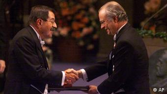 German author Günter Grass, left, receives the Nobel Prize for literature from Swedish King Carl XVI Gustaf, right, at the Concert Hall in Stockholm, Sweden, Friday, Dec. 10, 1999