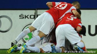 Mainz players celebrate a goal