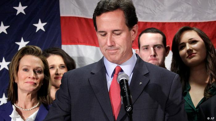 Surrounded by members of his family, former Pennsylvania Sen. Rick Santorum announces he is suspending his candidacy for the presidency effective today, Tuesday, April 10, 2012, in Gettysburg, Pa. (Foto:Gene J. Puskar/AP/dapd)