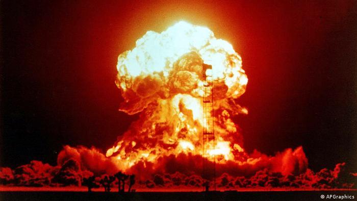 USA Atombombe Sprengung in der Wüste von Nevada Atompilz
