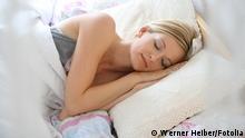 Schlafende Frau im Bett, Quelle: Fotolia