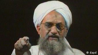 FILE - In this file image from television transmitted by the arab news channel Al-Jazeera on Monday Jan. 30, 2006, Al-Qaida's then deputy leader Ayman al-Zawahri gestures while addressing the camera. Al-Qaida has selected its longtime No. 2, Ayman al-Zawahri, to succeed Osama bin Laden following last month's U.S. commando raid that killed the terror leader, according to a statement posted Thursday, June 16, 2011 on a website affiliated with the network. (Foto:Al-Jazeera, File/AP/dapd) INTERNET OUT. ONLINE OUT. TV OUT. NO SALES