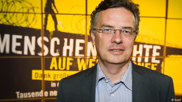 Markus Loening, Menschenrechtsbeauftragter der Bundesregierung (FDP), posiert am Freitag (27.05.11) im Haus der Kulturen der Welt in Berlin vor der Verleihung des 6. Menschenrechtspreises fuer ein Foto. Die Verleihung des 6. Menschenrechtspreises findet am Freitagabend in Berlin statt. Foto: Amnesty International/dapd
