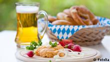 Bayrische Brotzeit oktoberfest; m¸nchen; bayern; brotzeit; obazda; breze; essen; trinken; bier; bierkrug; feiern; k‰se; radieschen; frischk‰se; munich; bayrisch; obazter; camembert; tisch; tischdecke; volksfest; nahaufnahme; zwiebel; pikant; gem¸tlich; gem¸tlichkeit; raute; blau; weifl; mass; krug; schaum; bierglas; freude; bierschaum; biergarten; alkohol; festlich; wiesnbier; wiesn; lebensfreude; gaudi; frˆhlich; fest; genufl; bavaria; tradition; lebensstil; lebensgef¸hl; symbol