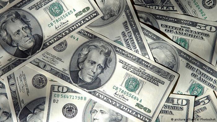 USA Wirtschaft Geldscheine Dollar (picture-alliance/ Photoshot)