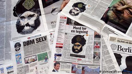 Mohammed-Karikatur auf Tageszeitungen. (Foto: dpa, Bildfunk)
