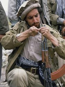 احمد شاه مسعود، مشهور به شیر دره پنجشیر در ۹ سپتامبر ۲۰۰۱ توسط دو تروریست مظنون به ارتباط با شبکه القاعده که خود را خبرنگار معرفی کرده بودند، در سن ۴۸ سالگی کشته شد.