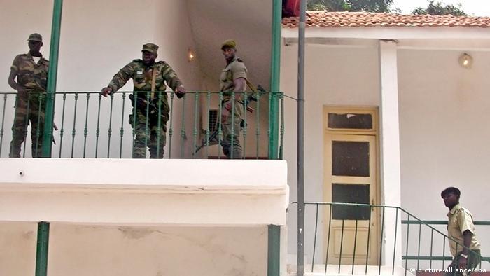 Os militares guineenses destituíram Carlos Gomes Júnior que governou o país até 12 de abril de 2012