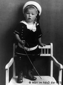 Маленький Херберт Фрам в костюме матроса, 1916 год