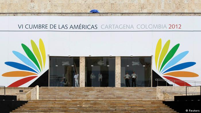 Policemen stand guard at the entrance to the convention center where the VI Summit of the Americas will be held in Cartagena April 12, 2012. The Americas Summit runs from April 14 to 15. REUTERS/John Vizcaino (COLOMBIA - Tags: POLITICS SOCIETY)