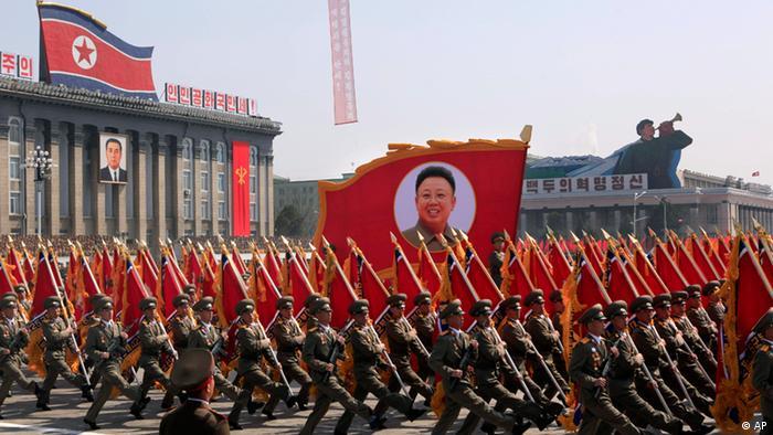 Военный парад в Пхеньяне в честь 100-летия со дня рождения Ким Ир Сена.