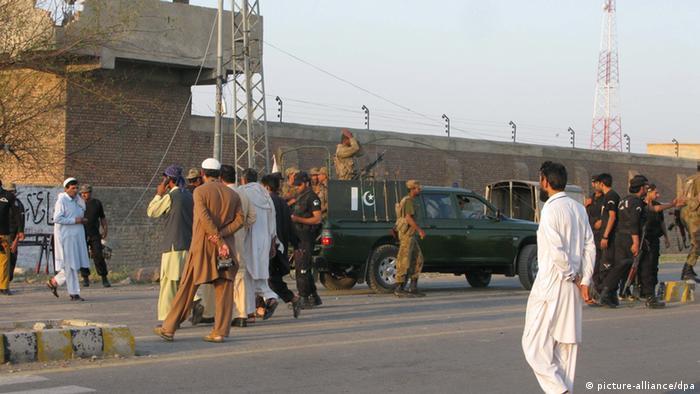 """فرار صدها زندانی از بازداشتگاه """"بانو"""" در شمال غربی پاکستان"""