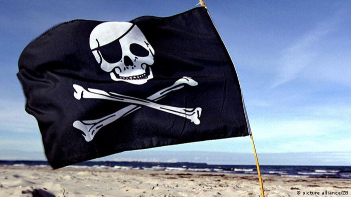 A skull-and-crossbones pirate flag. Photo:Stefan Sauer +++picture alliance / ZB