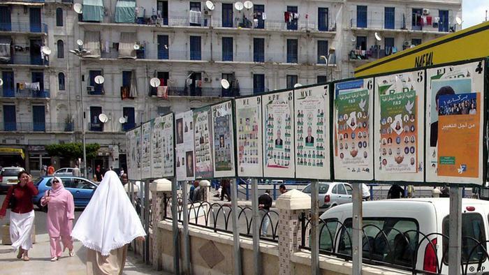 Wahlen Algerien Wahlplakate in der Hauptstadt Algier
